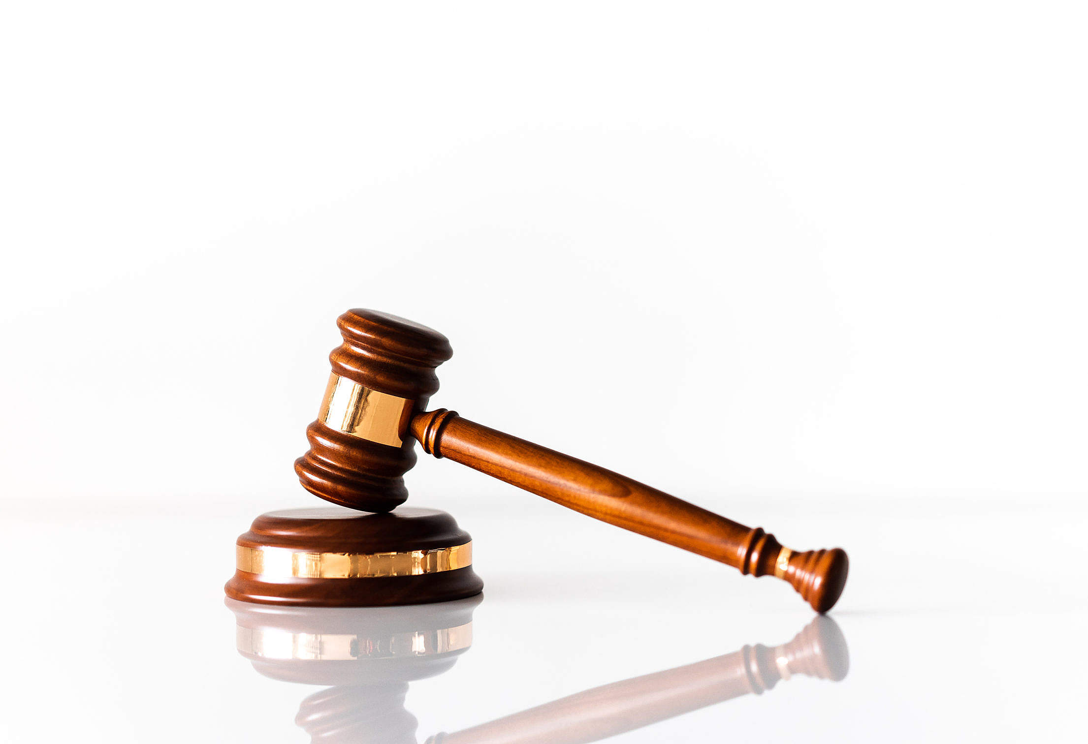 Chráněný účet dlužníkům v exekuci byl schválen